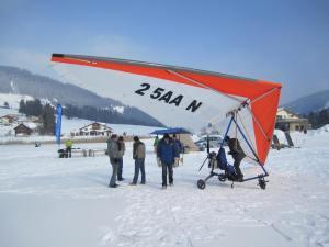 Flugvorführung auf dem gefrorenen Schwarzsee